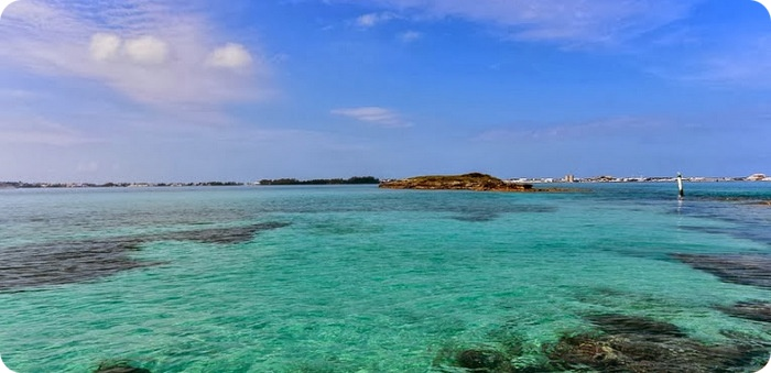 R Bermuda ocean waters