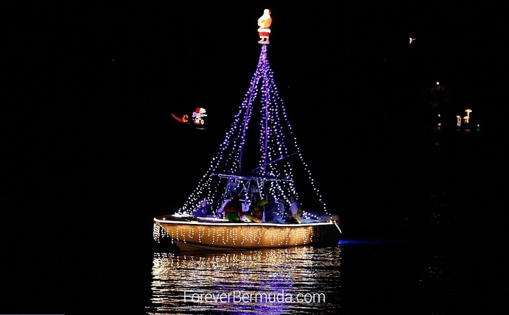 Boat-Parade-Hamilton-Harbour-Bermuda-December-10-2011-1-28 (5)