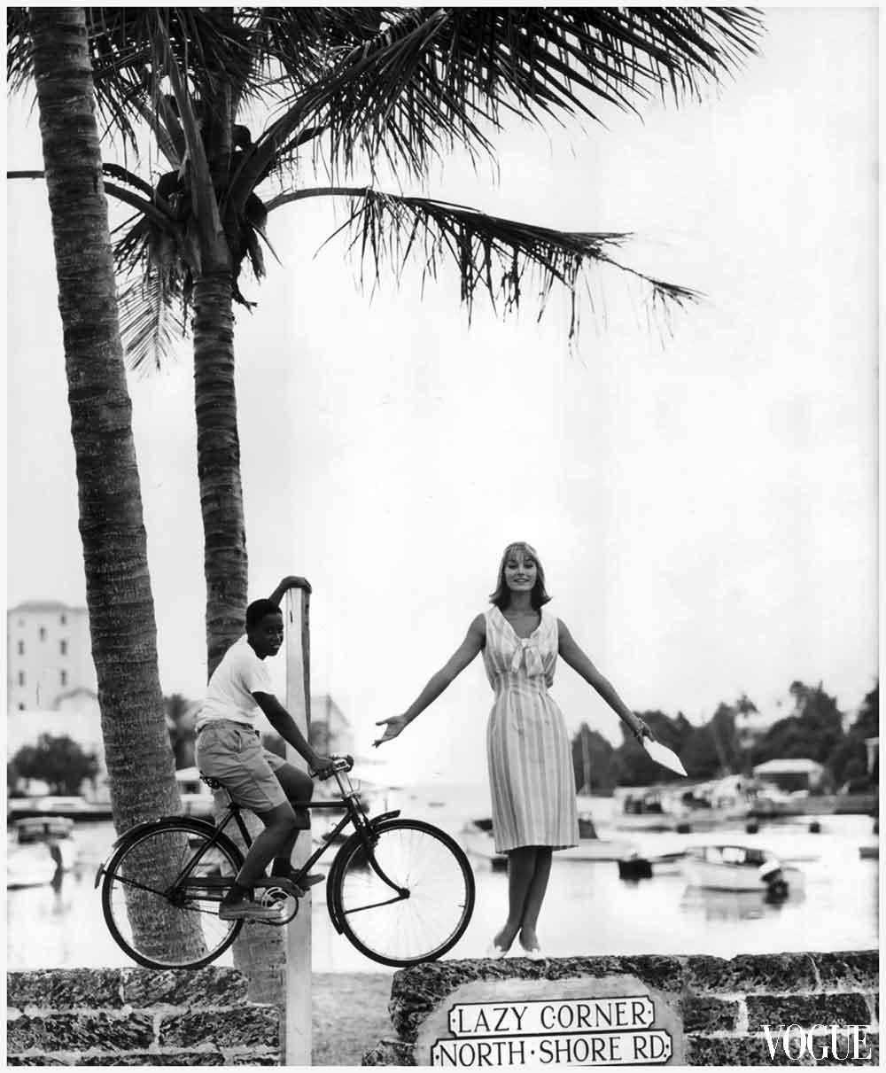 photo-eugc3a8ne-vernier-tania-mallet-in-the-inlet-of-flatts-village-bermuda-vogue-january-1961
