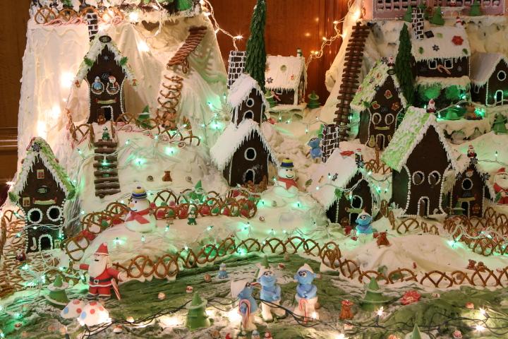 Bermuda Fairmont Southampton Gingerbread Village 2014 (3)