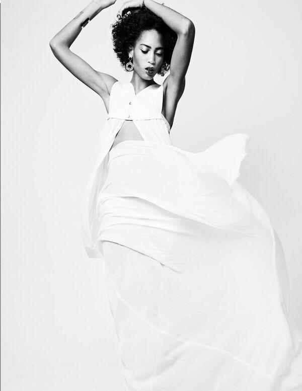 Bermuda-Model-Lily-Lillian-Lightbourn-magazine-Nov-2015-3