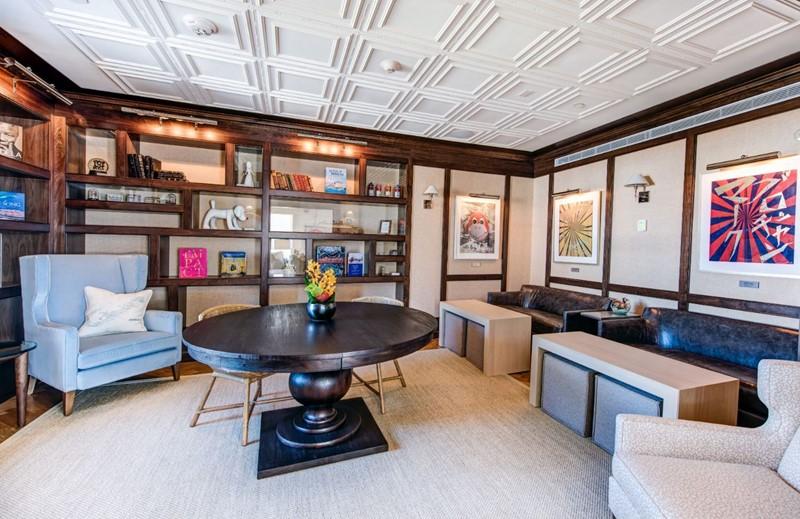 Fairmont Gold Lounge 1