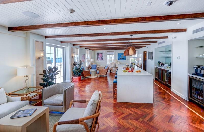 Fairmont Gold Lounge 3