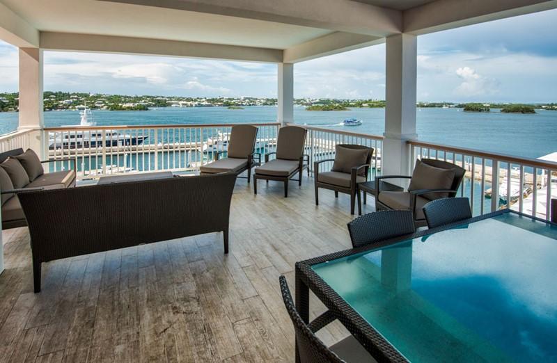 Gold Lounge Suite Terrace